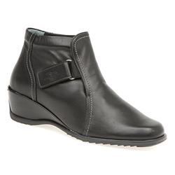 CALFLY1007 Leather Boots in Black, Dark Olive