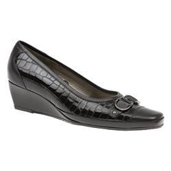 VAN1605 Leather Upper Low to Mid Heels in Black