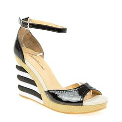 BEL15072 Leather Sandals in Black Patent